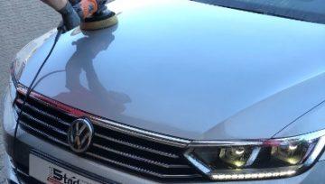 Autoaufbereitung Motorhaube polieren